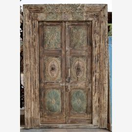 Blameless wooden door from India in used look in discreet colours.