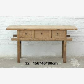 Solid wood table from China with clear lines in wood look